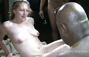زن خاله سکسی خانه دار هیجان زده نیروهای خود را به یک وحشیانه, نوازش او جوانه