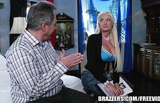 داغ رومانیایی زن به آرامی بوسه سر آلت تناسلی مرد با داستان های سکسی با دختر خاله لب های او