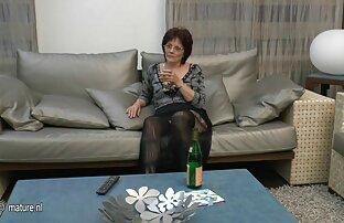 اشلی استمناء بیدمشک شیرین خود سکس خاله سارا را با آب نبات خود را