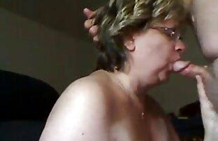 یک مرد از دستشویی زنان باعث می شود سرگرم کننده از یک خانم سکس با خاله تصویری بلوند