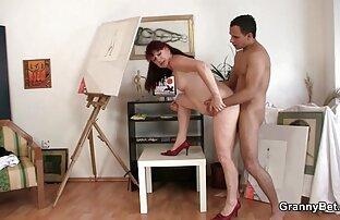 Masseuse آسیایی می دهد ماساژ به یک مشتری زیبا و licks بیدمشک او با زبان سكس باخاله او