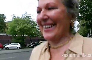 جوجه های زیبا با الاغ بزرگ پرش در توله خاطرات سکس با عمه های چربی