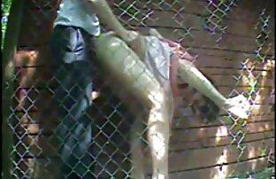 Roxy Deville نشسته شماره خاله سکسی در نردبان و نشان داد سوراخ او