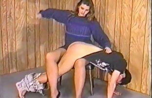 در حالی که ضبط یک ویدیو خانگی, یک زن و شوهر روسی داستان خوابیدن با خاله از دانش آموزان تصمیم به آزمایش و ضبط بازی های جنسی خود را