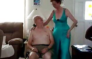 دختر نوجوان fucks در بیدمشک سکس با خاله کون گنده او با dildo
